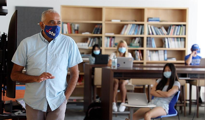 Prasad Kasibhatla in class fall 2020 with mask on
