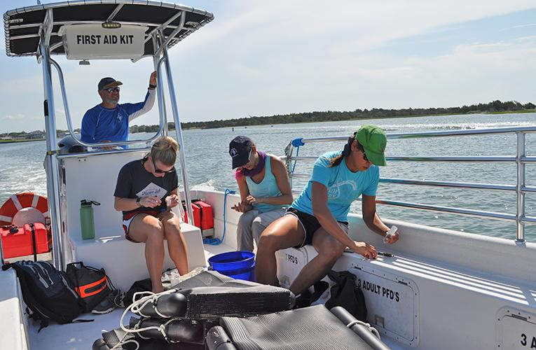 RV Kirby-Smith DUML Duke Marine Lab - students reviewing samples